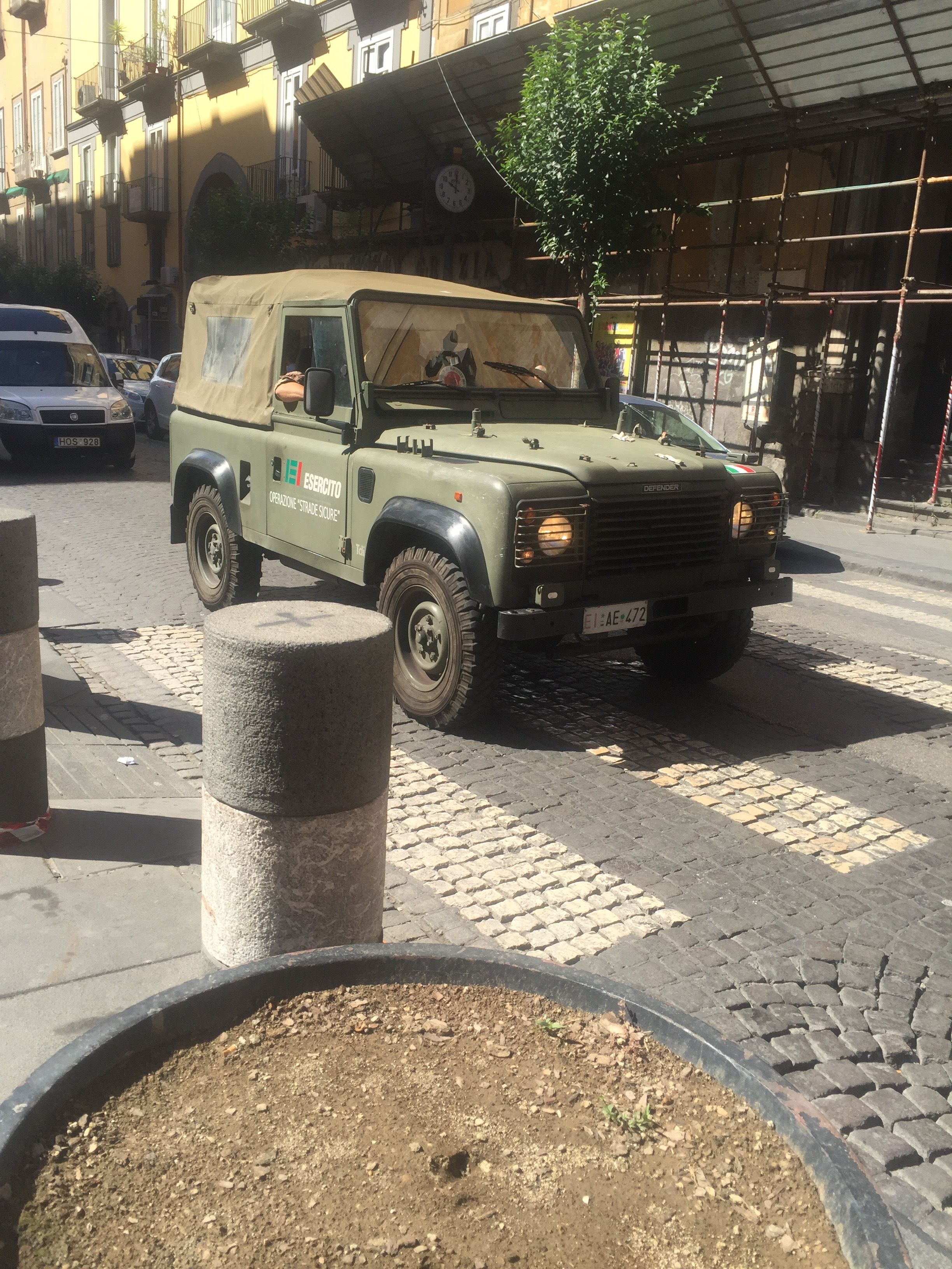 photo essay italia this is a land rover defender used by the italian military to patrol the streets